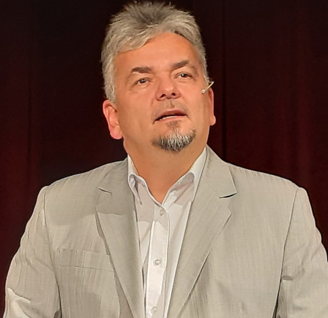 Lázár Csaba színművész