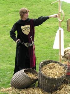 középkori játékok szalmagyűrű